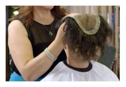 Applicare la protesi di capelli